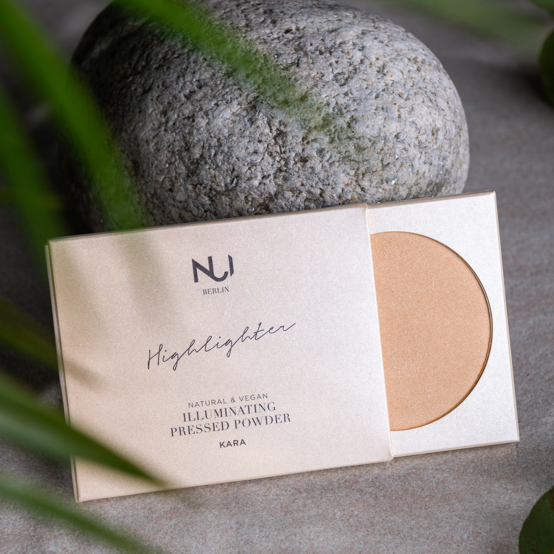 NUI Natural Illuminating Pressed Powder KARA